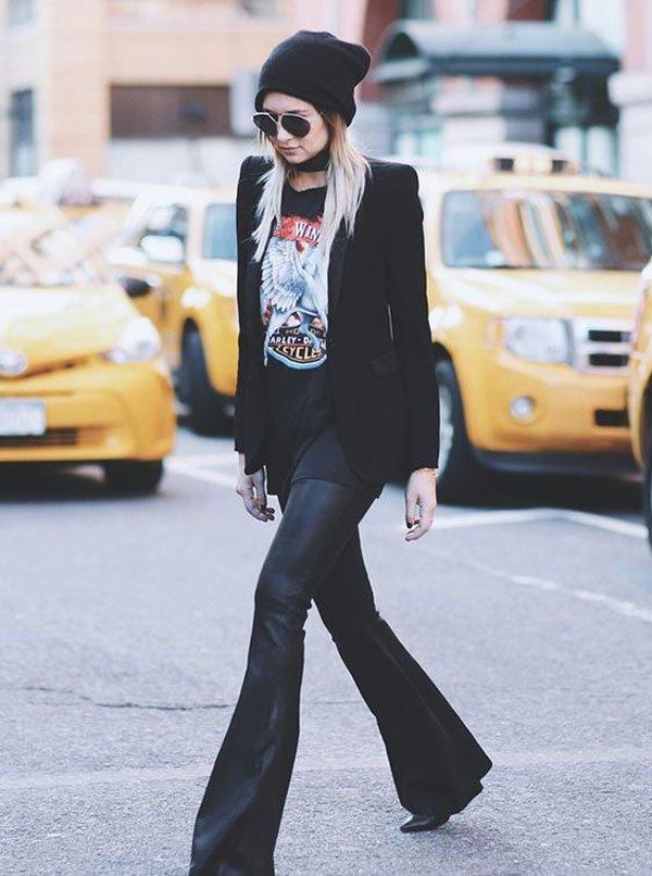it-girl - calça-flare-couro-t-shirt - calça-couro - inverno - street style