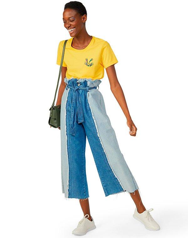 it-girl - t-shirt-amarela-calca-jeans-tenis-branco - t-shirt copa do mundo - verão - estúdio