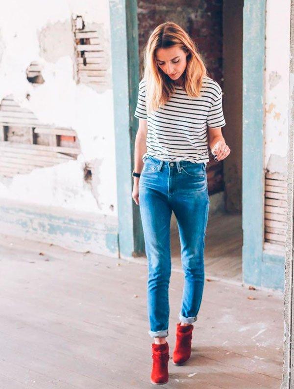 it-girl - it-girl-t-shirt-listra-calca-jeans-bota-vermelha - bota vermelha - verão - street style