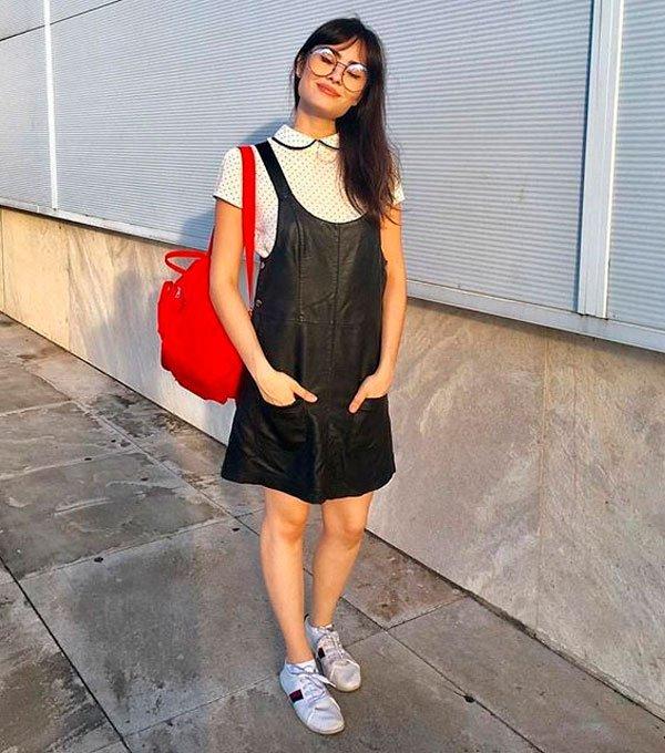 it-girl - vestido-preto-tenis-mochila - mochila - verão - street style