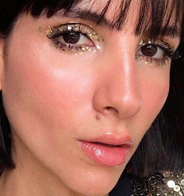 Nathalie Billio/Reprodução - maquiagem-pigmento-dourado - maquiagem glitter - verão - estúdio