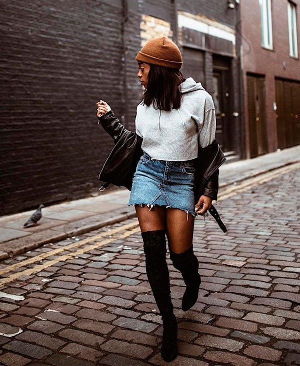 Uzy Nwachukwu/Reprodução - tricot-jaqueta-couro-saia-jeans-gorro - saia jeans - inverno - street style