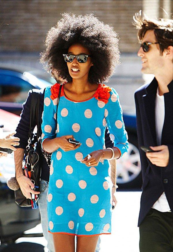it girl - vestido-azul-bolinha-branca - poá - inverno - street style
