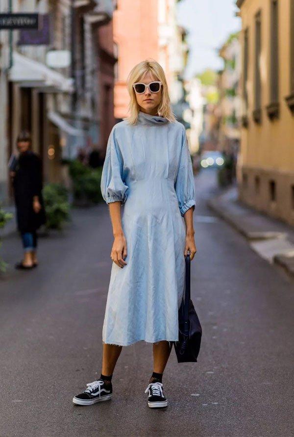 it girl - vetido-azul-tenis-preto-meia-arrastão-curta - vestido - inverno - street style