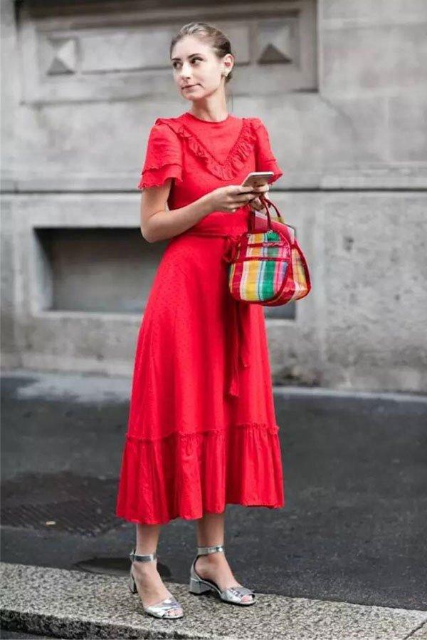 it girl - vestido-vermelho-sandalia-prata - vestido  - inverno - street style