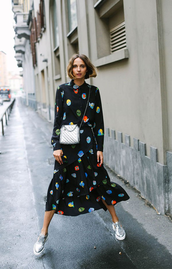 it girl - vestido-preto-estampa-colorida-tenis - vestido  - inverno - street style