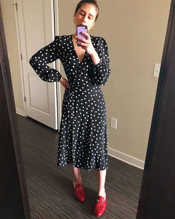 Allyson Payer - vestido-poá-mocassim-vermelho - mocassim - meia estação - street style