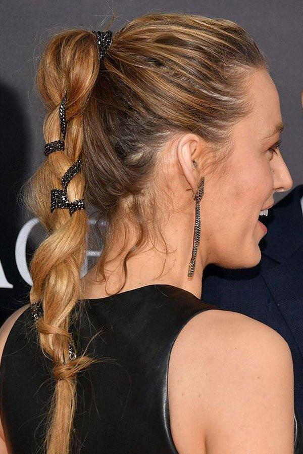 Blake Lively/Reprodução - cabelo-penteado-corrente-fios - penteado acessórios - verão - red carpet