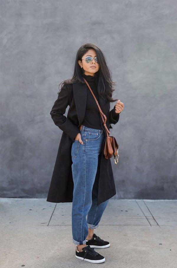 it-girl - blusa-preta-casaco-mom-jeans - mom-jeans - inverno - street style