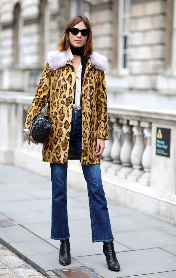 Alexa Chung  - calca-jeans-casaco-onca-bota-preta - calça jeans - inverno - street style