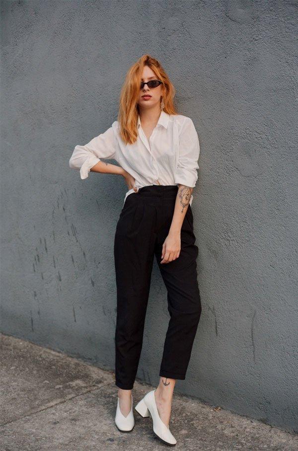 Ali Santos  - camisa-branca-calca-preta-sapato-branco - sapato branco  - meia estação - street style