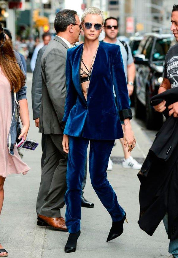 Cara Delevingne - blazer-conjunto-veludo - veludo e lingerie aparente - inverno - street style
