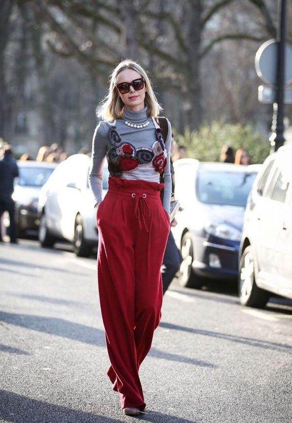 it girl - blusa-gola-alta-calca-vermelha-colar-perola-sapato - gola-alta - inverno - street style