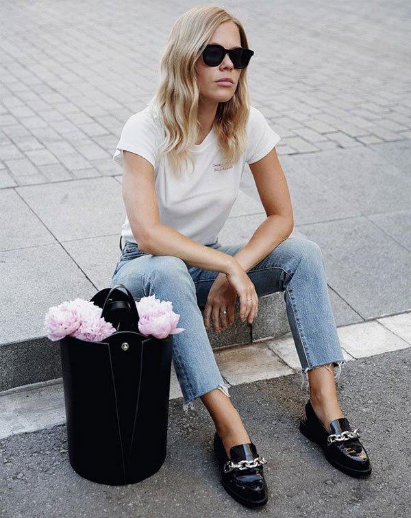Jessie Bush - t-shirt-branca-calça-jeans-mocassim - mocassim - meia estação - street style