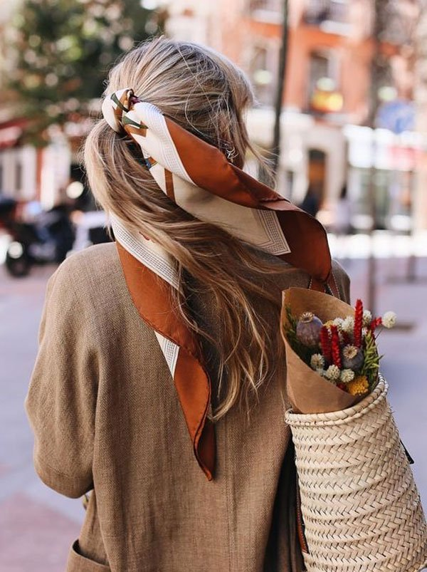 it-girl - penteado-lenco-cabelo-fios - lenço cabelo - verão - street style