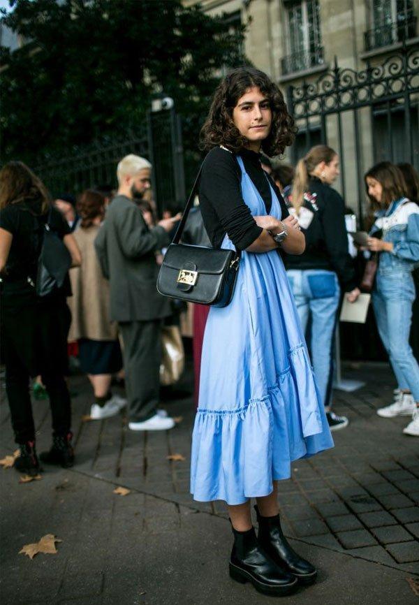 it-girl - vestido-azul-blusa-preta-bota - vestido - inverno - street style