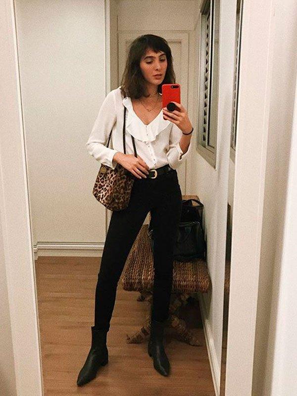 Angelica Bucci - angelica-bucci-camisa-calca-preta-bota - bota  - inverno - casa