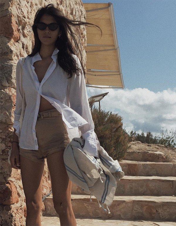 Neada Deters - camisa-branca-shorts-bege - camisa - meia estação - street style