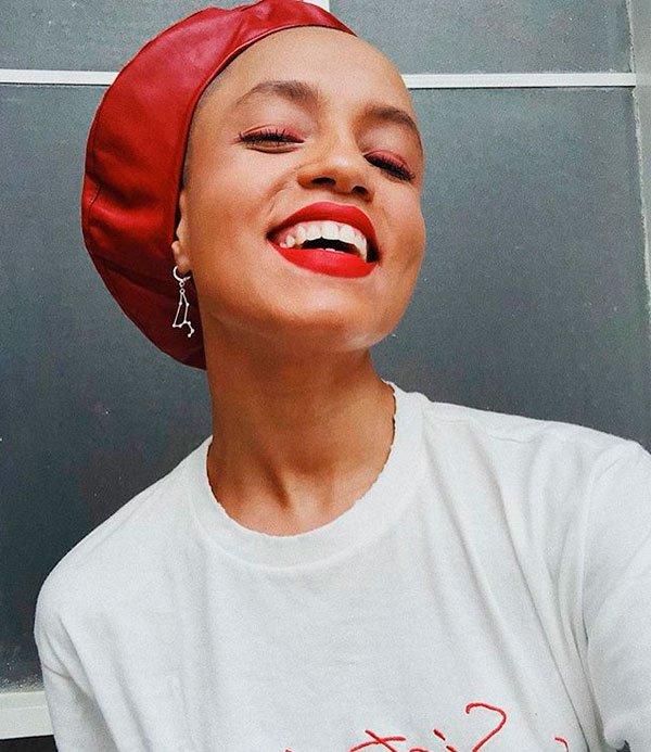 Cris Paladino - maquiagem-batom-vermelho-esfumado - batom vermelho - verão - estúdio