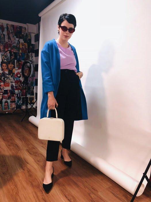 Gabriela Bonomi - blusa-roxa-blazer-azul-calça-alfaiataria - calça-alfaiataria - meia estação - street style