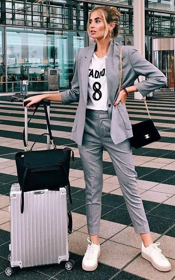 it-girl - blazer-t-shirt-calça-alfaiataria-tenis - alfaiataria - meia estação - street style
