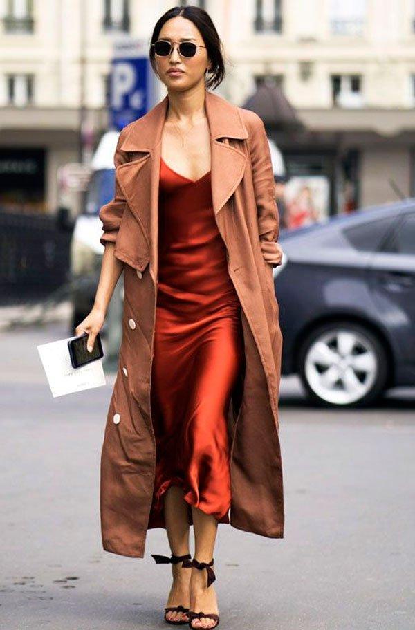 it-girl - it-girl-slip-dress-trench-coat-look - trench-coat - verão - street style