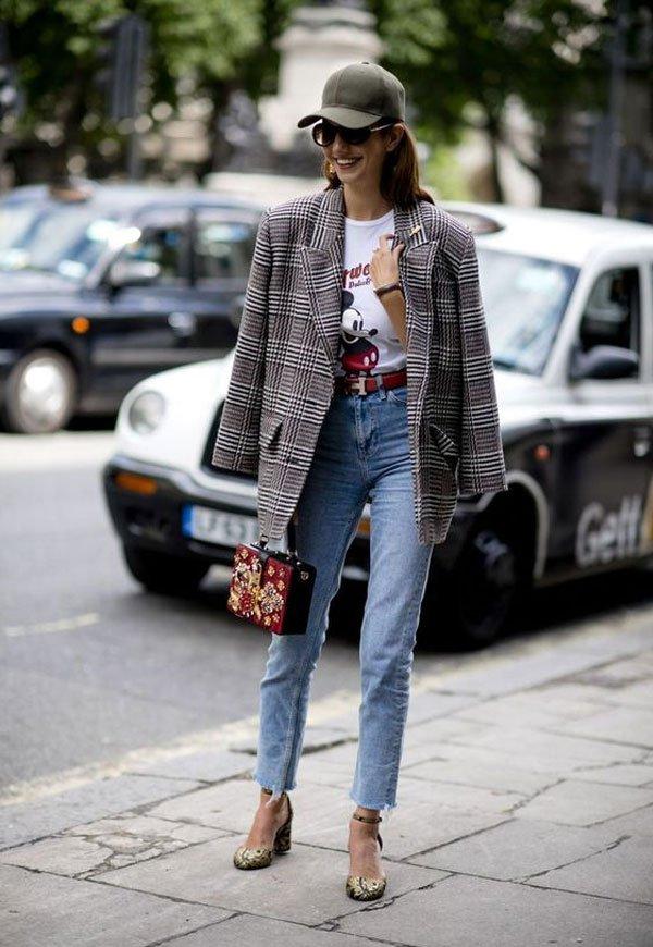 it-girl - t-shirt-blazer-calça-jeans-scarpin - blazer - meia estação - street style