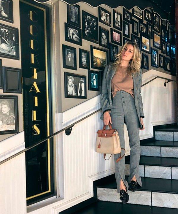 Karina Facci - t-shirt-nude-conjunto-xadrez-mocassim - mocassim - meia estação - street style