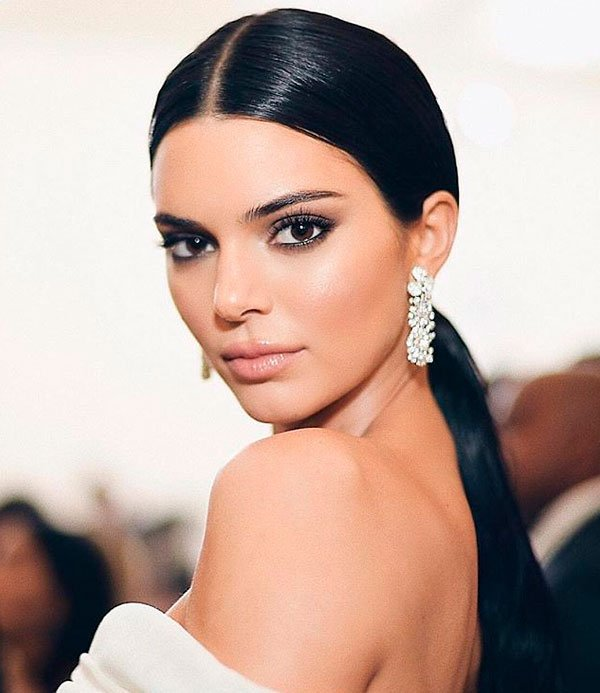 Kendall Jenner - maquiagem-esfumado-smokey - smokey eye - verão - red carpet