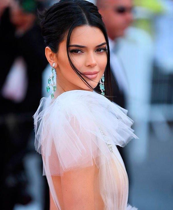Kendall Jenner - kendall-jenner-maquiagem-iluminada-pele - pele iluminada - verão - red carpet