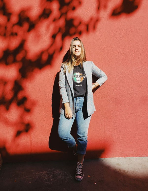 Lara Lincoln - t-shirt-blazer-calça-jeans-all-star - all-star - meia estação - street style