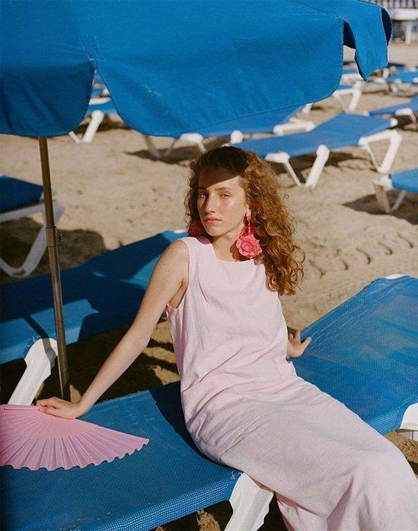 Anna Tihonchuk - vestido-rosa-leque-brinco - brinco - verão - street style