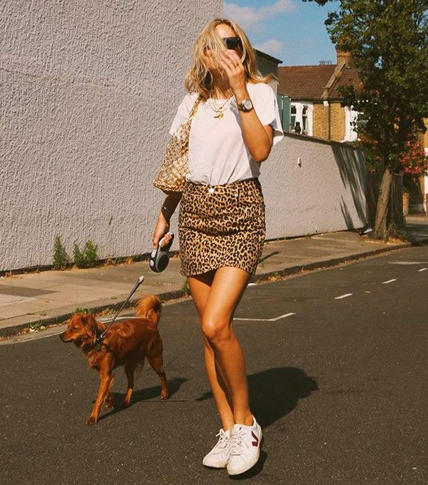 Lucy Williams - lucy-williams-t-shirt-saia-onca-tenis - animal print - verão - street style