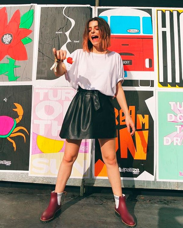 Mariana Andrade - t-shirt-branca-saia-couro - t-shirt - verão - street style