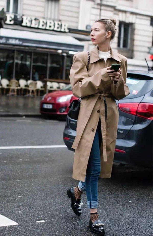 it girl - calça-jeans-mocassim-meia-fishnet - mocassim - inverno - street style