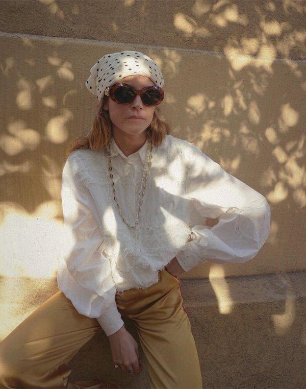 Blanca Miró Scrimieri - camisa-calca-bege-lenco-oculos - oculos - verão - street style