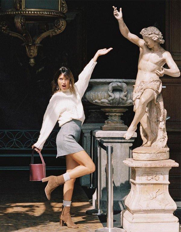 Jeanne Damas - saia-jeans-blusa-branca-bota-bolsa - bolsa - inverno - street style