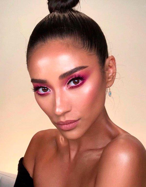 Shay Mitchell - maquiagem-rosa-sombra-esfumada - maquiagem colorida - verão - estúdio