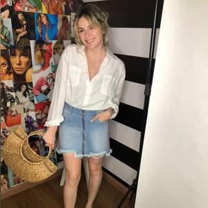 A Britney dos Anos 90 Sentiria Inveja: Montamos 6 Looks Diferentes com 1 Saia Jeans