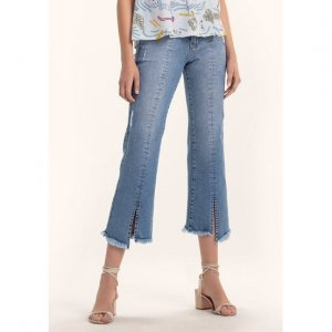 Calça Jeans Cropped Flare Com Costura Frontal E Fenda Na Barra