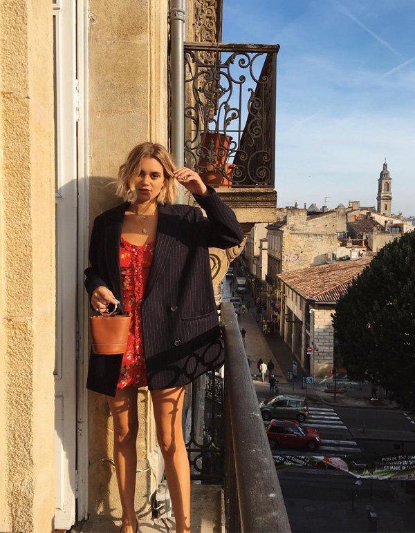 AnneLaure Mais Moreau - vestido-mini-floral-blazer-oversized - blazer - verão - street style
