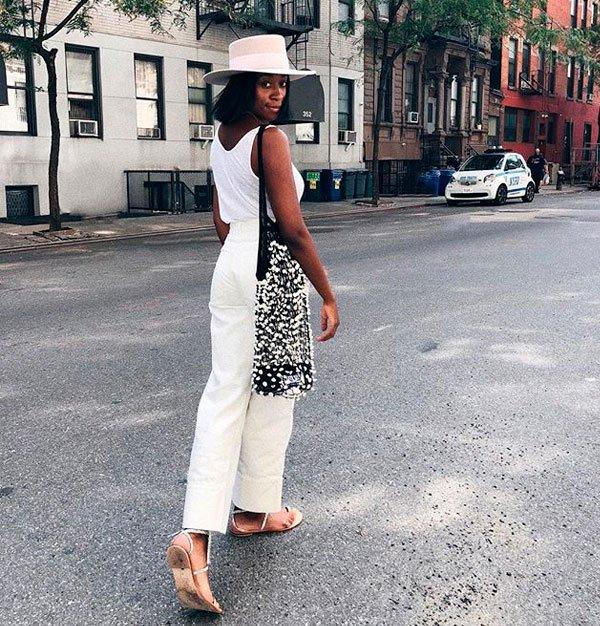 Chrissy Rutherford - egata-branca-calca-branca-flat - look monocromático - verão - street style