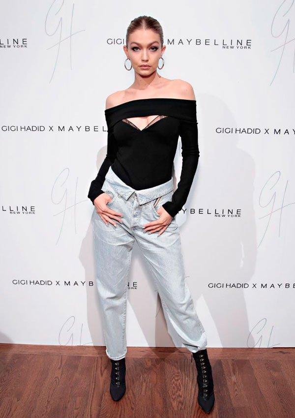 Gigi Hadid - blusa-calca-jeans-flit-bota - calça flip - meia estação - street style