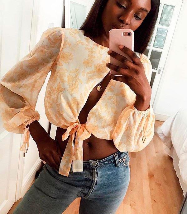 it-girl - blusa-nozinho-calca-jeans-street - blusa nozinho - verão - street style