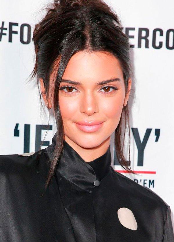 Kendall Jenner - pele-iluminada-make-glow - make iluminada - verão - red carpet