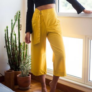 Calça Midi Fivela Tamanho: P - Cor: Amarelo