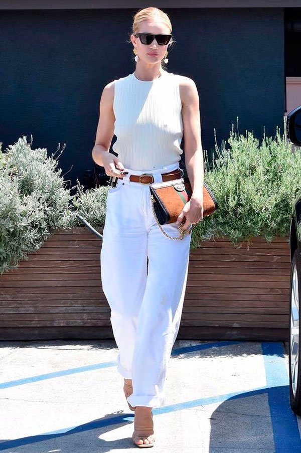 Rosie Huntington-Whiteley - regata-branca-calca-branca-sandalia - look branco - verão - street style