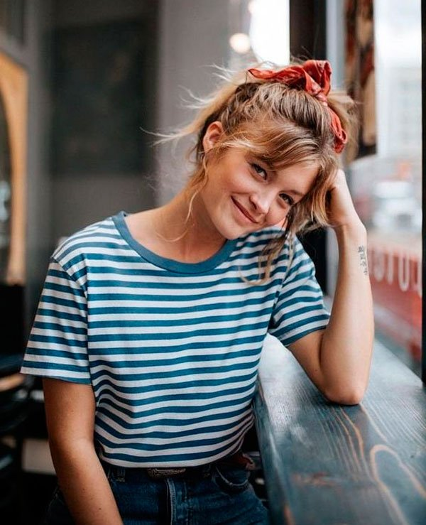it-girl - t-shirt-listras-calca-mom-scrunchie - t-shirt listra - verão - street style