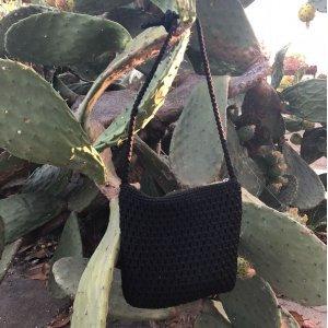 Bolsinha Crochet Tamanho: U - Cor: Preto
