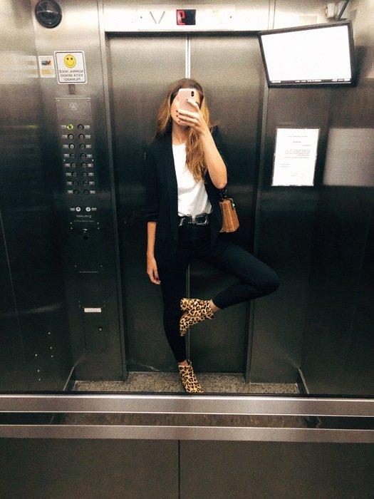 Manuela Bordasch - camiseta-branca-blazer-preto-calca-preta-bota-oncinha - animal print - verão - street style